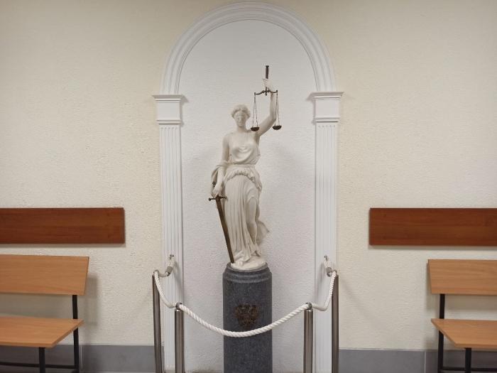 Скульптура внутри здания
