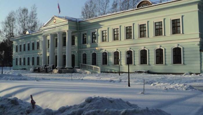 Здание суда зимой
